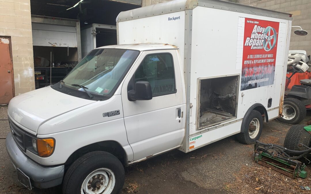 2005 Ford E350 Work Truck
